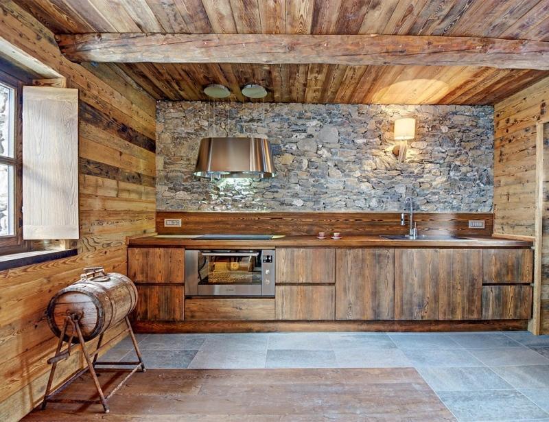 Дизайн кухни дерево камень