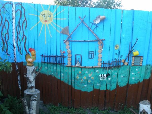 Как украсить забор