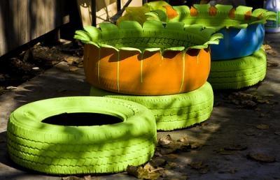 Как украсить сад покрышки