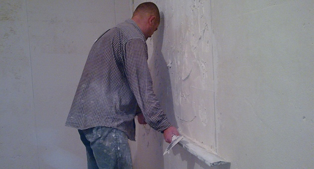 Выравнивание стен штукатуркой